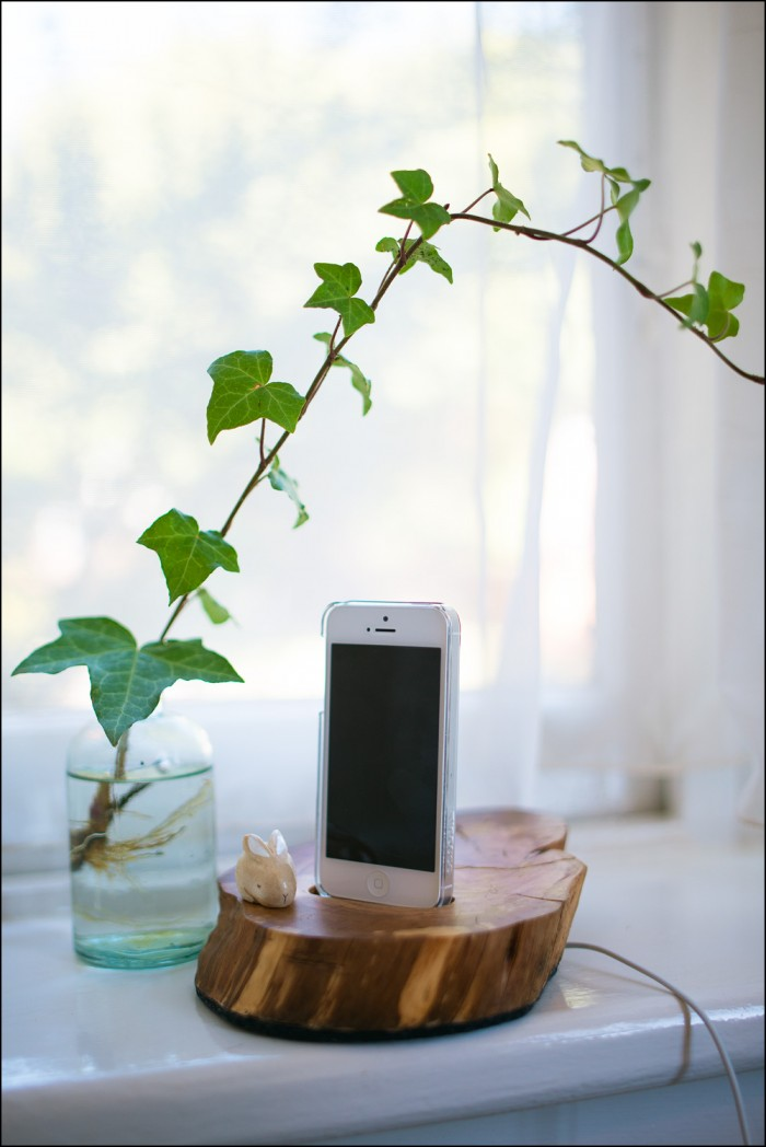 DIY Phone Dock tree slice gift idea